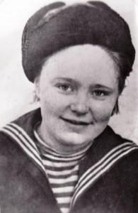 Гвардии сержант медицинской службы Краснознамённой 63-ей бригады морской пехоты Августа Фокина. Полуостров Рыбачий. 1943 год.