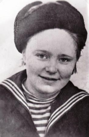 Гвардии сержант медицинской службы Авгута Фокина. Полуостров Рыбачий. 1943 год.